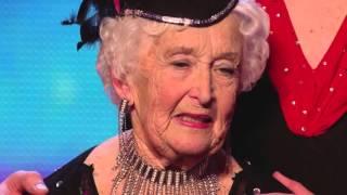 80歲老奶奶上台1分鐘就被按燈淘汰,但接下來的表演大反轉令評審羞愧!