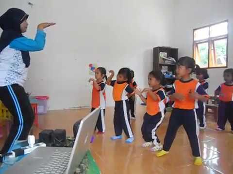 Pendidikan Anak Usia Dini Belajar Tari Potong Bebek Angsa