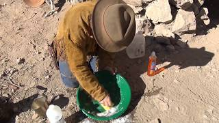 HOW TO SEASON A GOLD PAN !!! Plastic and Metal.  ask Jeff Williams