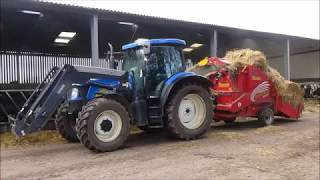 Bedding Straw for Cattle with New Holland T6030 & Teagle