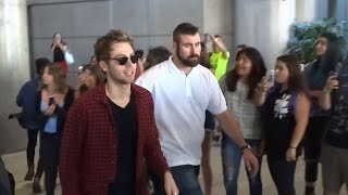 5 Seconds Of Summer Have A Greeting Line At LAX