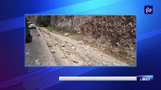انهيارات صخرية تعيق حركة السير على طريق اربد - عمان