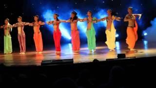 Тодес исполняет восточный танец