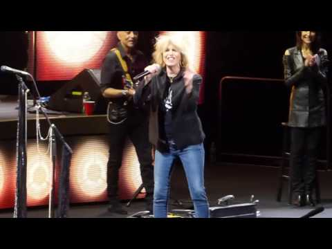 """Stop Draggin My Heart Around"" Stevie Nicks & Chrissie Hynde@Philadelphia 11/20/16"