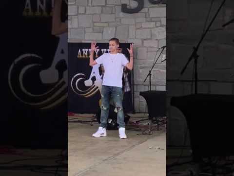 WHITE KID IS LIT AF / DANCE MOVES ON FLEEK