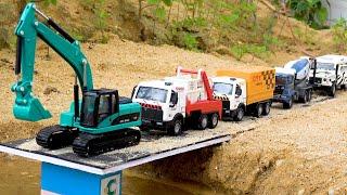 경찰차 레미콘 소방차 덤프트럭 트랙터 포크레인 굴착기 자동차 모래놀이 | BIBO와 장난감