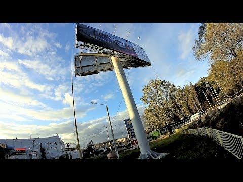 Монтаж банера на билборд.