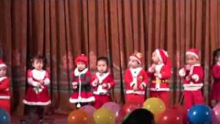 "Agừ nhảy ""Santa Claus is coming to town"""