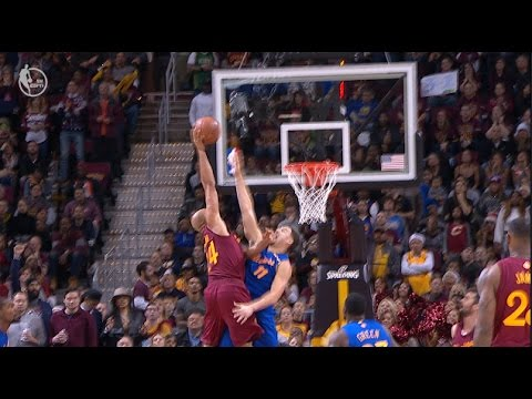 Richard Jefferson Huge Posterizing Dunk Over Klay Thompson | 12.25.16