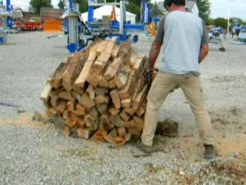Coupe d 39 un fagot de bois youtube - Machine couper bois chauffage ...