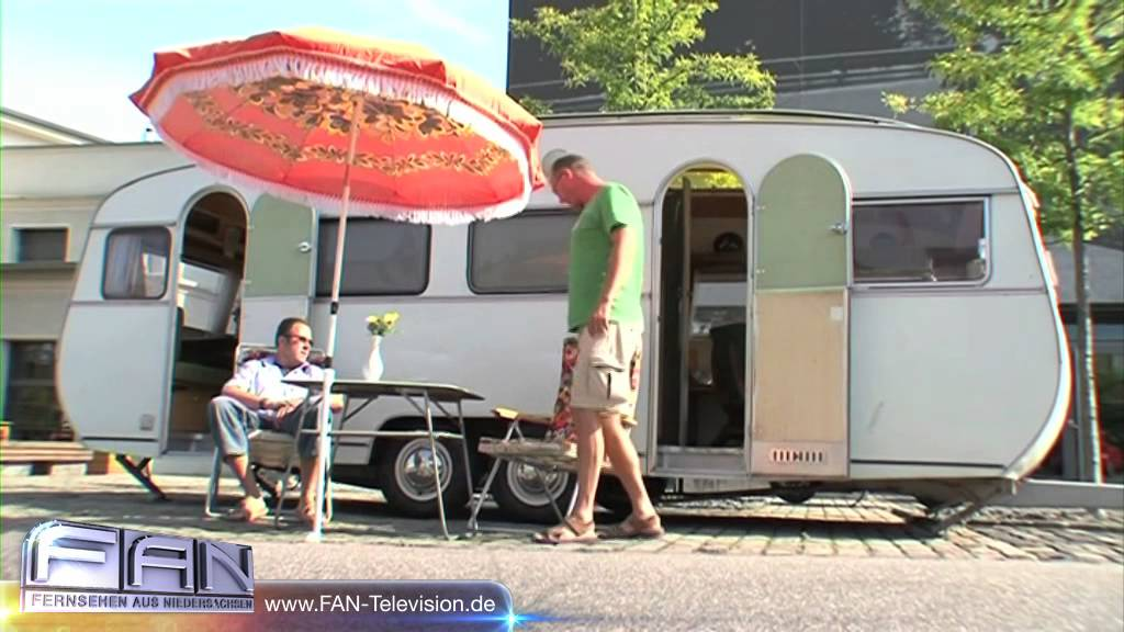 nostalgiereise im oldtimer wohnmobil schnapsi caravan salon messe d sseldorf youtube. Black Bedroom Furniture Sets. Home Design Ideas