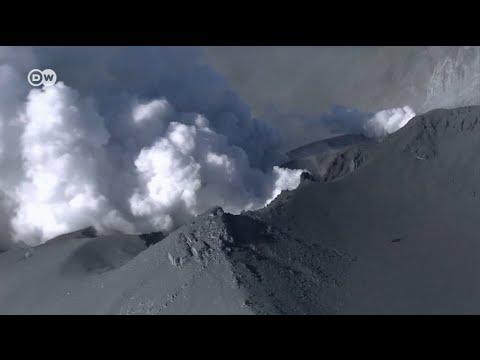 Извержение вулкана: в Японии растет число погибших