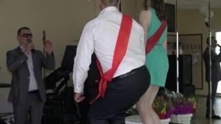 Дружок и Дружка _ на свадьбе крутят попой ...