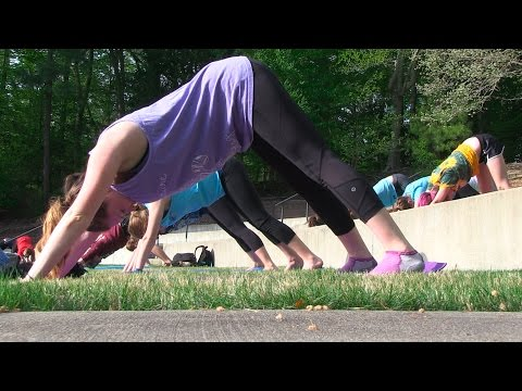 Scene@W&M: Yoga at Matoaka