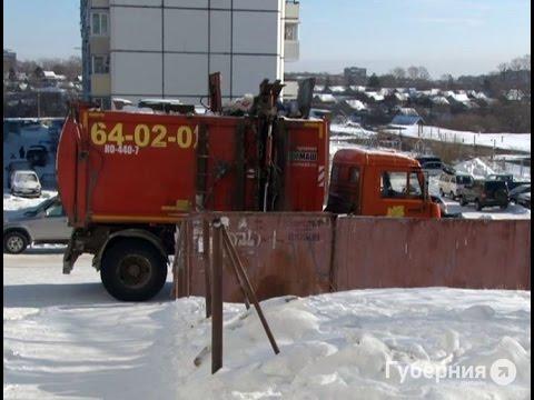 Мусорный бак упал на голову дворника в Хабаровске. MestoproTV