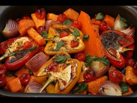 Юлия Высоцкая — Запеченные овощи с соусом песто из грецких орехов