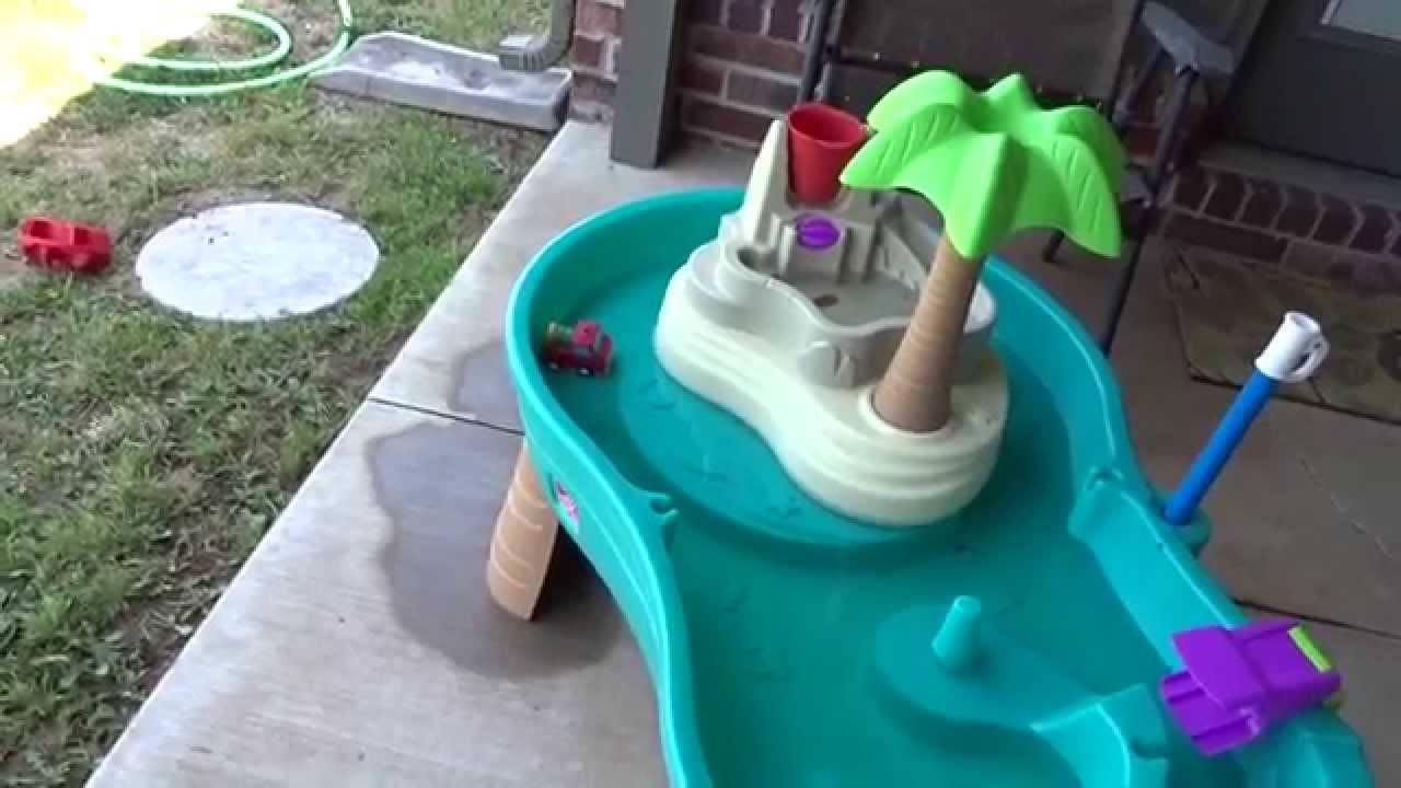 step2 splish splash seas water table with umbrella review youtube. Black Bedroom Furniture Sets. Home Design Ideas