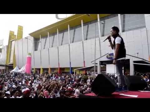 Armada + Indi Barrents @ PTC Mall Palembang Event So Klin Liquid 31 Agustus 2014