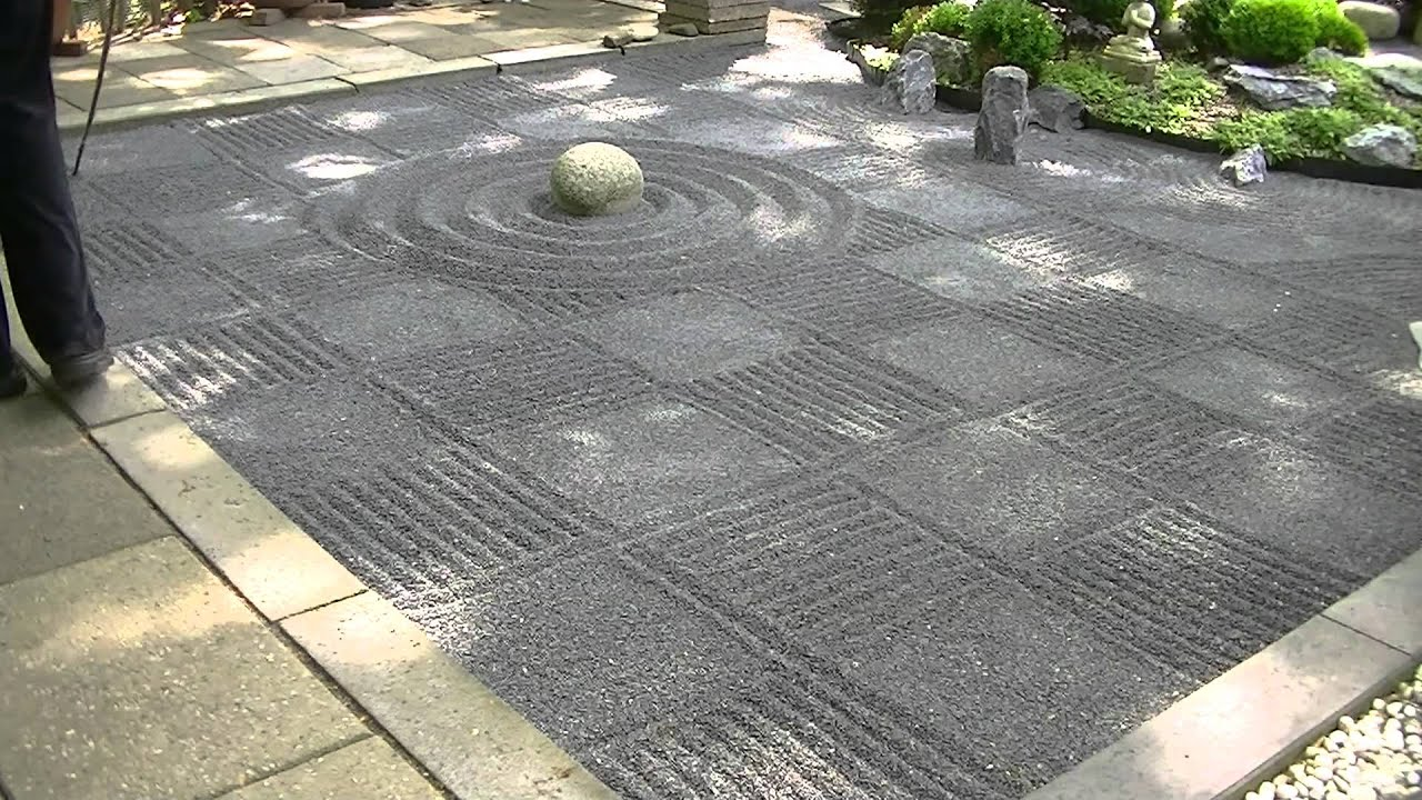 Genial Japanese Zen Garden Gravel Raking Checkers   YouTube