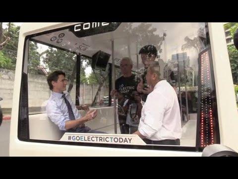 Trudeau rides an e-jeep in Makati