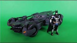JADA TOYS  Justice League - Batmobile e Batman 1:24 scale Die cast