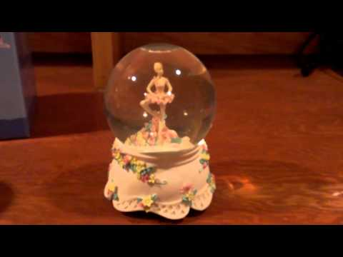EBay sale: Young Woman Ballerina snow globe