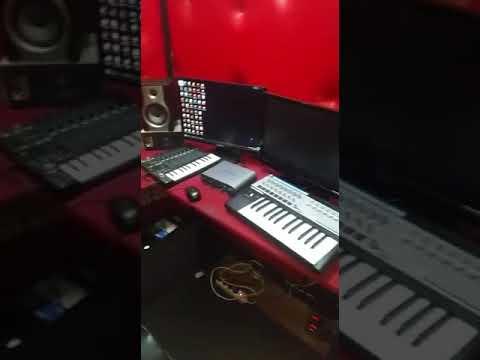 Iba Montana avec les fans dans studio au Congo Brazza