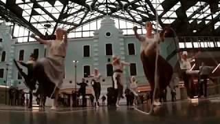 ZIEMIA OBIECANA / flash mob na Dworcu Łódź Fabryczna / Teatr Wielki w Łodzi
