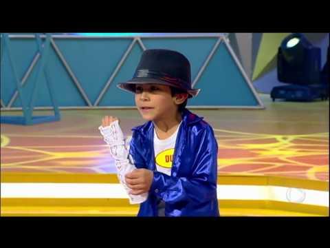 Menino imita Michael Jackson e surpreende Xuxa e plateia do Legendários thumbnail