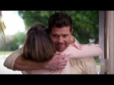 The Middle  Sean Donahue confesses his love to SueSean confiesa su amor por SueEspañolInglès