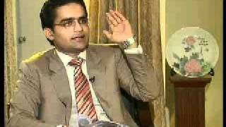maulana Fazal given tough time by shahzeb khanzada in program to the point