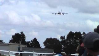 Boeing 747-400 High Speed Low Pass
