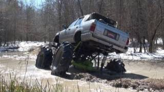 BIG BLOCK CHEVY MUD TRUCK PULLS STUCK TOYOTA, THEN BLOWS MOTOR! SABINE RIVER RATS