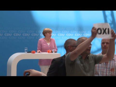 Merkel OXI-ed: Greek solidarity protesters heckle chancellor's speech