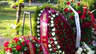 Могилу Веры Глаголевой на Троекуровском кладбище усыпали цветами