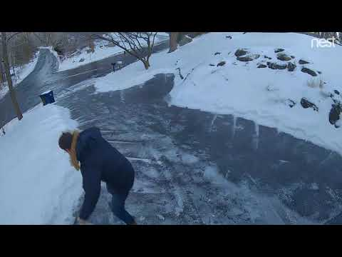 Fishhead - WATCH: Guy Tries - And Fails - To Properly Deal With An Icy Driveway