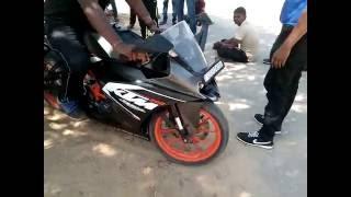 Sport Bike KTM RC 200 Stunt Video New Latest 2017
