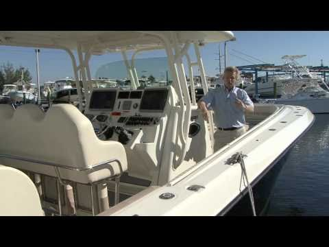 Hydra-Sports 4200 SF 2011 Layout / Features Review- By BoatTest.com