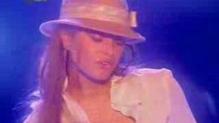 holly valance-tuck ur shirt in