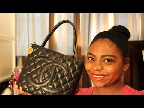 f74b8b5d76ab Chanel Medallion Tote: How I Pack My Purse | May 2015 - YouTube