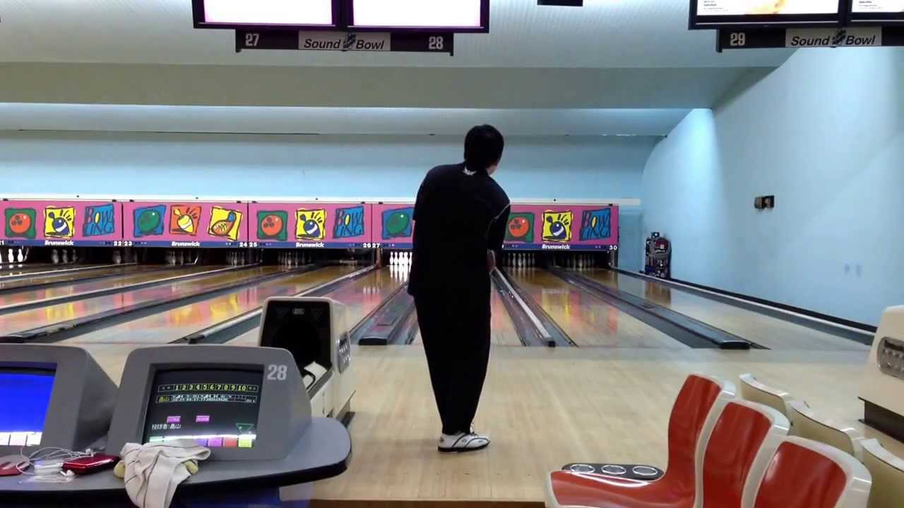 two handed bowling It's this superior hooking ability that makes two-handed bowling a force to be  reckoned with in order to get some insight into the issue, let's.