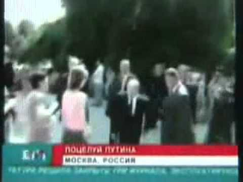 Зачем Путин поцеловал мальчика в живот?