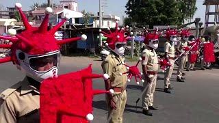 Polizei in indien setzt auf ungewöhliche uniform im kampf gegen corona