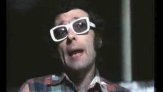 """Le due brevi apparizioni di giampiero mughini nel film nanni moretti """"ecce bombo"""" (1978)."""