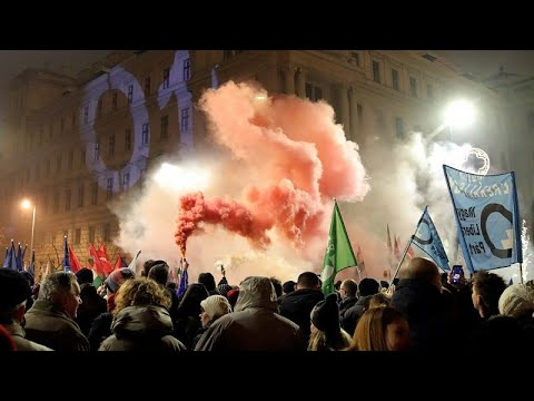Hungary 'slave law': Thousands protest in Budapest