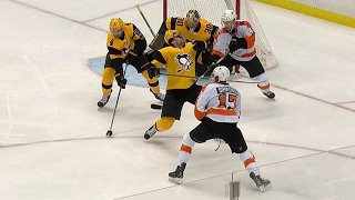 Simmonds catches Dumoulin with an elbow