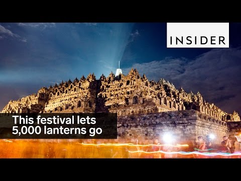 5,000 lanterns are released at once at this festival in Indonesia