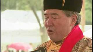 N. Sengedorj of Mongolia demonstrates khöömei throat-singing