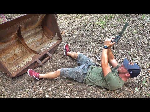 Можно ли прострелить ковш экскаватора?! | Разрушительное ранчо | Перевод Zёбры