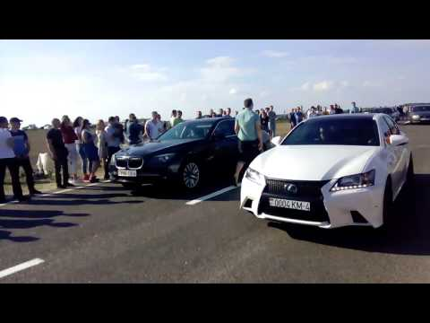 BMW 7-series F01 VS Lexus IS